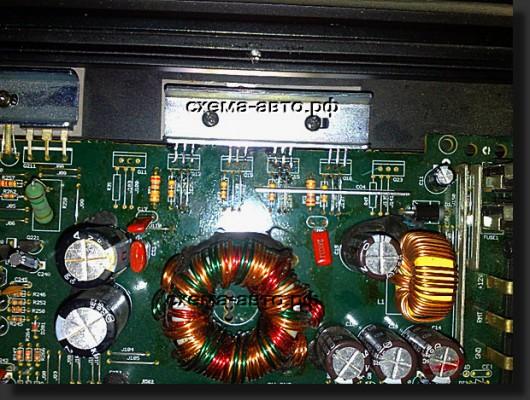 В автоусилителе имеется 4 отдельных канала на транзисторах, все каналы выполнены по идентичной схеме.