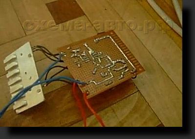 Мощное импульсное зарядное устройство для автомобильного аккумулятора.