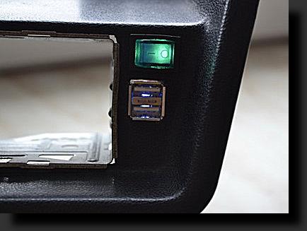 Подсветка зеленым когда блок включен, USB подсвечен в это время синим