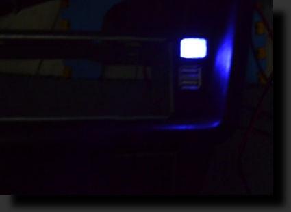 Светит в темноте. синим цветом Фото 1