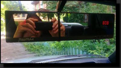 Автомобильное зеркало со встроенными часами